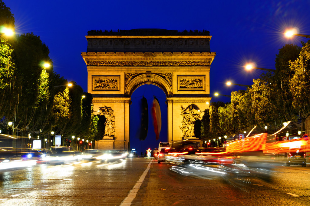Paris iniciantes_champs-elysees-the-night-lights